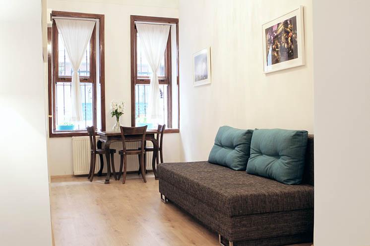 Living Istanbul-Koca Aga- Wohnzimmer Schlafcouch