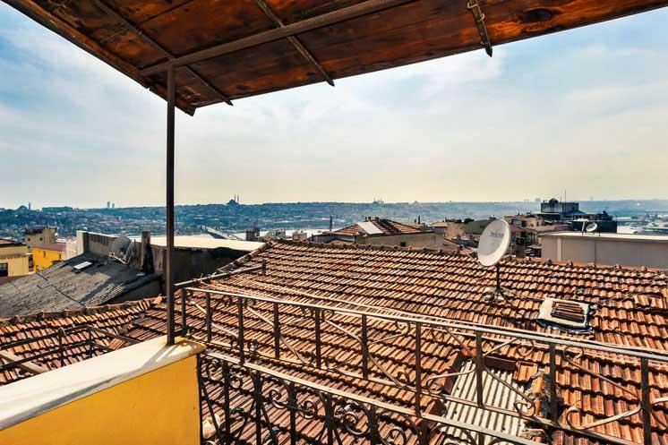 Living-Istanbul-Sahkulu-Golden-Horn-Panorama